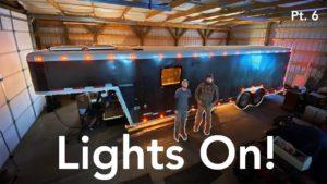 Světla zapnutá v malém domě Trailer Build | Část 6