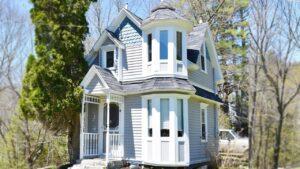 Úžasný rozkošný viktoriánský malý dům na 3 akrech klidu