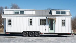 Absolutely Beautiful Farmhouse Tiny House představuje klasický statek z osvobození