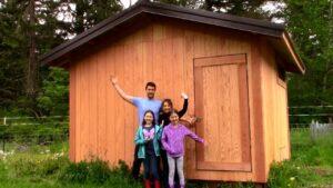 Buidling kuřecí Coop (část 6) Malý dům velký odhalení! Bouda je hotová