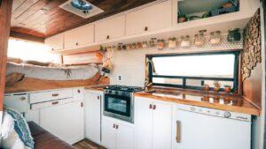 DIY Ford Transit Camper Van Tiny House - Život a práce ze silnice