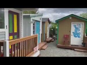 Seattle School for Boys pomáhá nakrmit lidi žijící v malé domácí komunitě