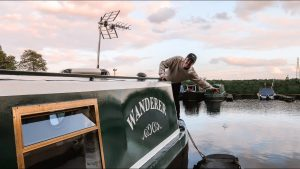 Tiny House Boat Tour - Bydlení na úzkém člunu v Anglii