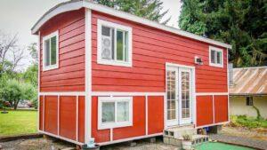 Absolutně krásný drobný červený bungalov malý domek Krásný malý dům