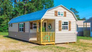 Krásný nádherný dřez statku a faucet Krásný malý dům