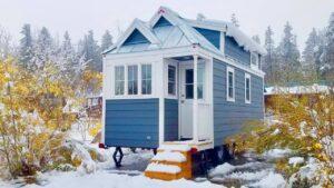 Nádherný dům cypřišových cypřišů na kolech Krásný malý dům
