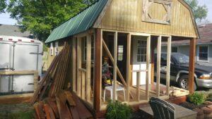 Přístřešek do domu TINY HOME TINY HOUSE instalace okna koupelny