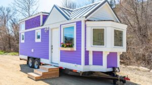 Purpurové dědictví: Summit Tiny Homes Classic s pop barevem Krásný malý dům
