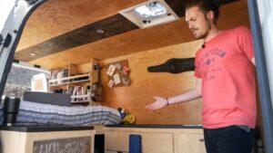 Stealth DIY Malý dům na kolech - Sprinter Camper Van Tour v roce 2012
